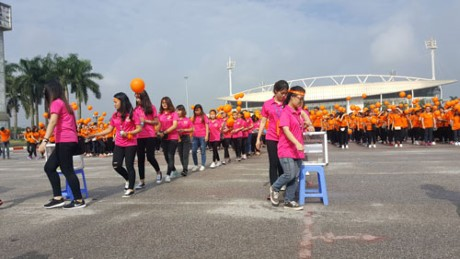 3,000 people walk to support AO victims - ảnh 1