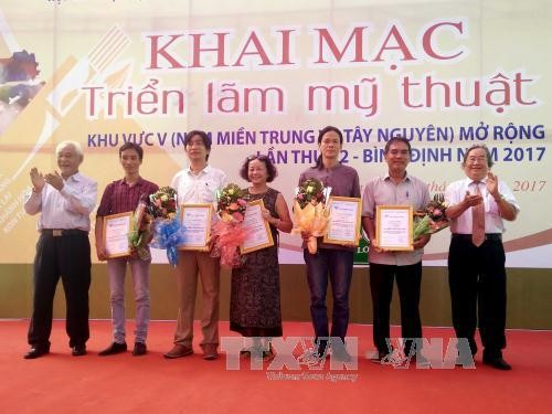 Art exhibition of south-central and central highlands region - ảnh 1