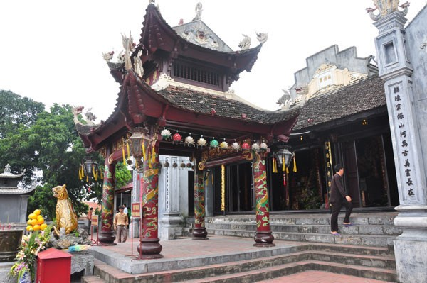 Cua Ong temple overlooks magnificent Bai Tu Long Bay - ảnh 1