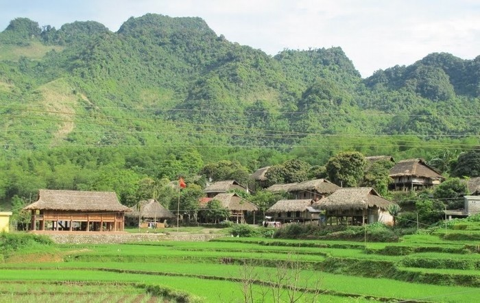 Giang Mo village offers community tours - ảnh 1