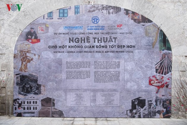 Phung Hung mural street features old Hanoi - ảnh 1