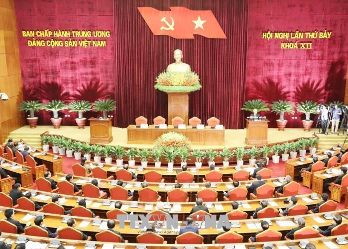 Party's 7th plenum creates new momentum for growth - ảnh 1