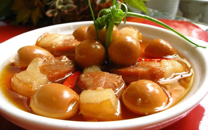 Варёное мясо в сахарном соусе – традиционное вьетнамское блюдо - ảnh 1