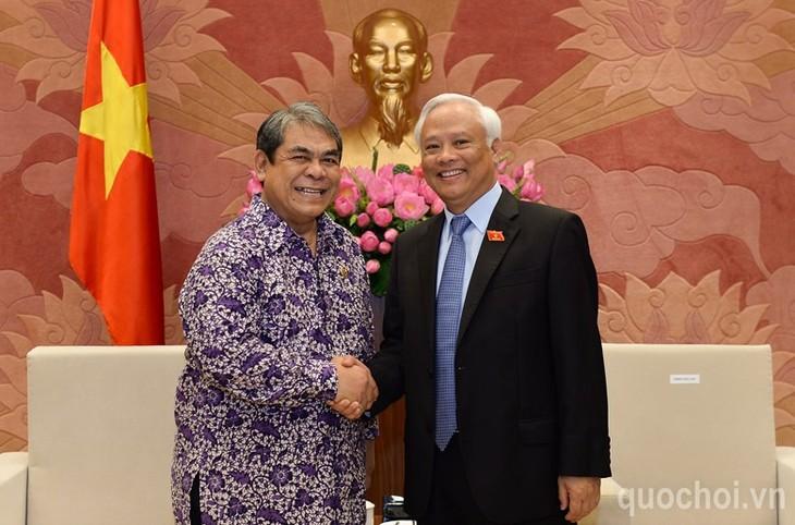 Вице-спикер вьетнамского парламента принял делегацию Службы анализа законодательства Индонезии  - ảnh 1