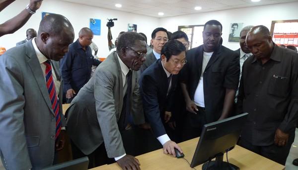 Вьетнам и ЮАР расширяют сотрудничество в области коммуникаций - ảnh 1