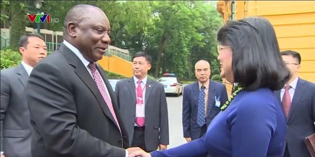 Вице-президент Вьетнама провела переговоры с вице-президентом ЮАР - ảnh 1