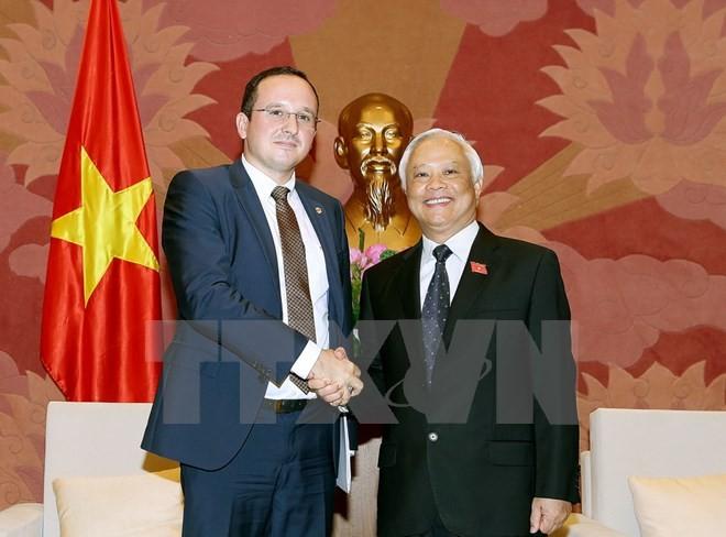 Уонг Чу Лыу принял делегацию Комитета Палаты депутатов Румынии по правовым вопросам - ảnh 1
