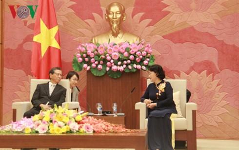 Председатель Национального собрания СРВ приняла посла Японии во Вьетнаме - ảnh 1