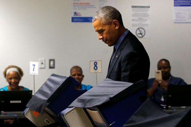 Обама досрочно проголосовал на выборах президента США - ảnh 1
