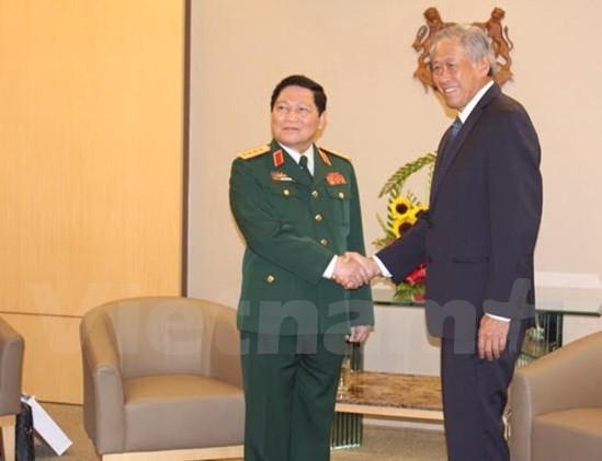 Вьетнам и Сингапур расширяют сотрудничество в области обороны - ảnh 1
