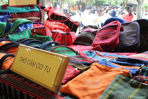 В Хойане открылся фестиваль шёлка и парчи - ảnh 1