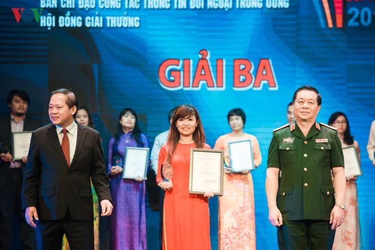Журналисты радио «Голос Вьетнама» с увлечением занимаются внешним информированием - ảnh 2