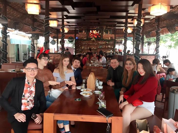 Краски русскоязычных стран во Вьетнаме: Вьетнам – место встречи - ảnh 4