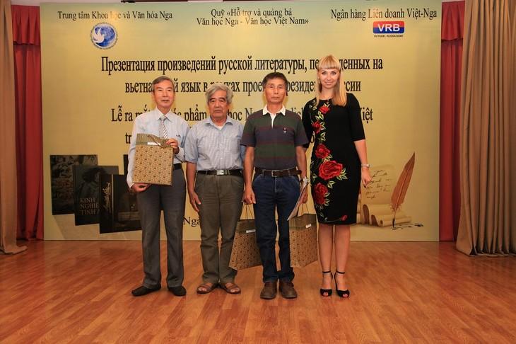 Краски русскоязычных стран во Вьетнаме: Русская литература - ảnh 1