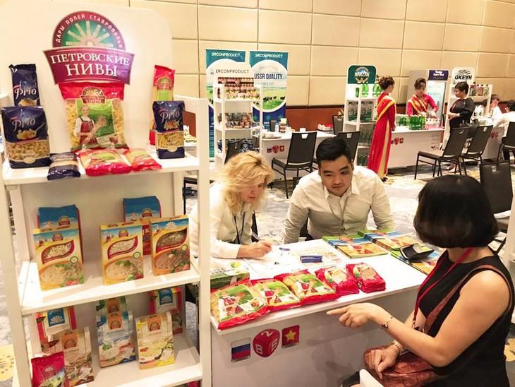 Краски русскоязычных стран во Вьетнаме: Российская пищевая продукция - ảnh 1