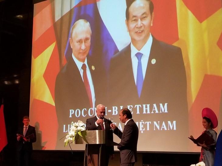 Посольство РФ в СРВ организовало торжественный приём - ảnh 4
