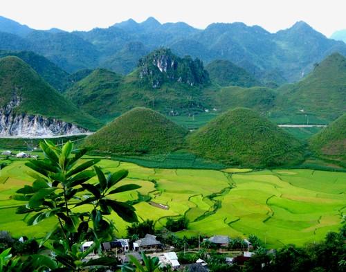 Горный уезд Куанба и легенда о горах-близнецах - ảnh 1