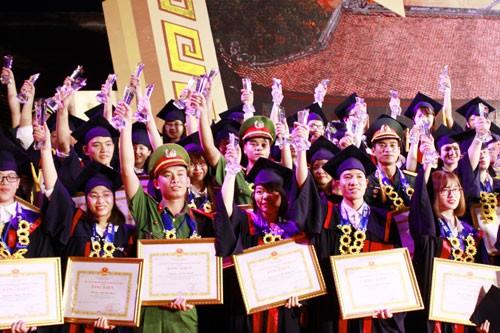 Hanoi honors 84 outstanding graduates - ảnh 1