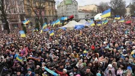เกิดการชุมนุมครั้งใหญ่ในยูเครน - ảnh 1