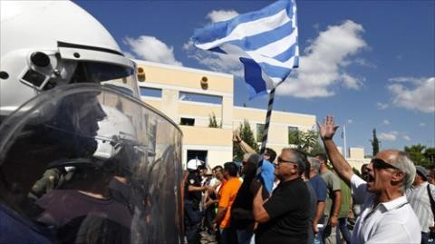 ประชาชนกรีซส่วนใหญ่คัดค้านแผนการรัดเข็มขัด - ảnh 1