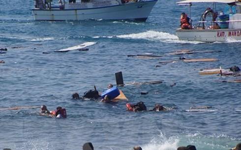 เกิดเหตุเรือบรรทุกผู้อพยพอัปปางในทะเลเมดิเตอร์เรเนียน - ảnh 1