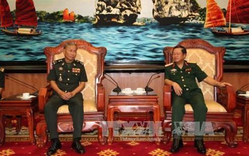 กองทัพเวียดนามและกัมพูชาผลักดันความร่วมมือและการแลกเปลี่ยนข้อมูล - ảnh 1
