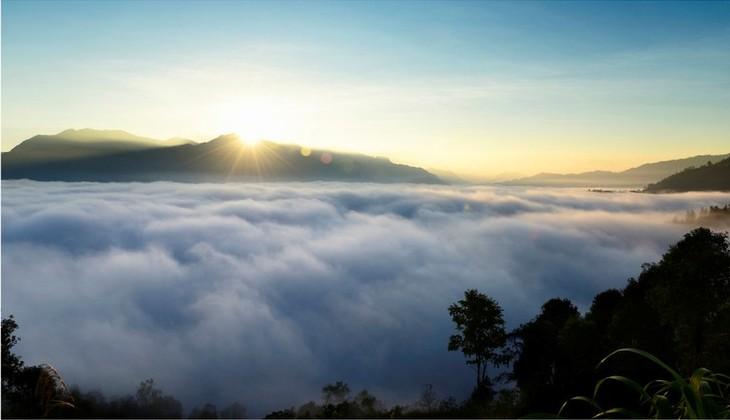 ความสวยงามของอำเภอหว่างซูฝี่จังหวัดห่ายาง - ảnh 10