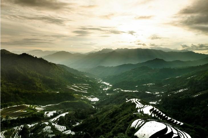 ความสวยงามของอำเภอหว่างซูฝี่จังหวัดห่ายาง - ảnh 3