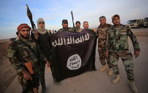 กลุ่มไอเอสขู่ว่าจะเปิดการโจมตีในประเทศมาเลเซียต่อไป - ảnh 1