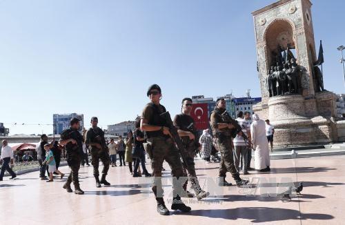 กองกำลังเฉพาะกิจของตุรกีเปิดยุทธนาการไล่ล่ากลุ่มทหารที่วางแผนการสังหารประธานาธิบดี - ảnh 1