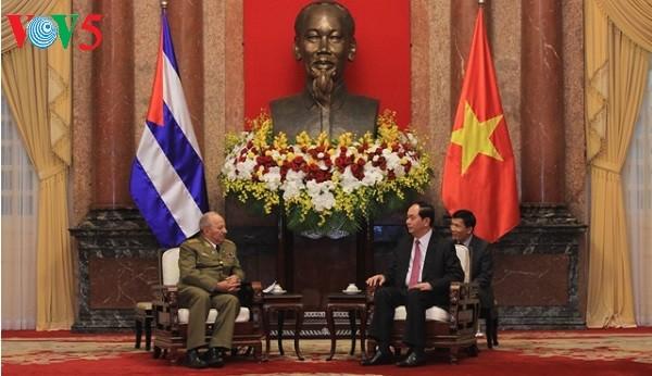 ผู้นำพรรคและรัฐเวียดนามให้การต้อนรับรัฐมนตรีว่าการกระทรวงกองกำลังติดอาวุธปฏิวัติคิวบา - ảnh 1