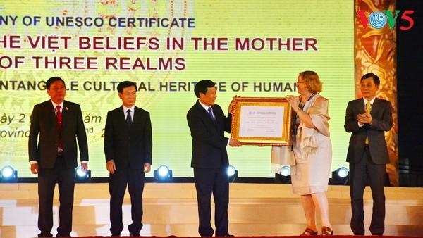 พิธีรับรองความเลื่อมใสบูชาเจ้าแม่ของชาวเวียดนาม-มรดกวัฒนธรรมนามธรรมของโลก - ảnh 1