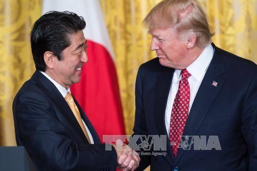 สหรัฐและญี่ปุ่นเห็นพ้องที่จะส่งเสริมความร่วมมือเพื่อรับมือกับภัยคุกคามจากเปียงยาง - ảnh 1