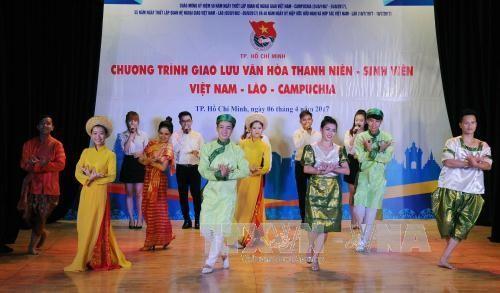 การพบปะสังสรรค์ระหว่างนักศึกษาของเวียดนาม ลาวและกัมพูชา - ảnh 1