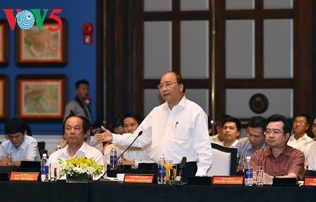 นายกรัฐมนตรีเหงวียนซวนฟุกประชุมกับนักลงทุนในอำเภอเกาะฟู้ก๊วก จังหวัดเกียนยาง - ảnh 1