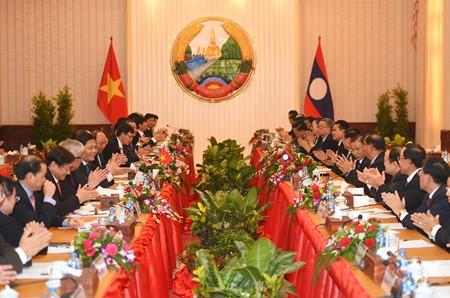 การเจรจาระหว่างนายกรัฐมนตรีเวียดนามกับลาว - ảnh 1