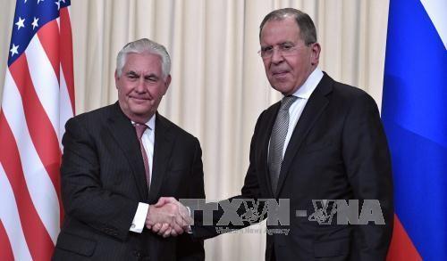 รัฐมนตรีต่างประเทศสหรัฐและรัสเซียเจรจาผ่านทางโทรศัพท์เกี่ยวกับความสัมพันธ์ทวิภาคีและปัญหาในโลก - ảnh 1
