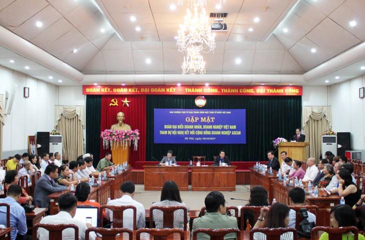 ประธานแนวร่วมปิตุภูมิเวียดนามพบปะกับผู้ประกอบการเวียดนามดีเด่น - ảnh 1