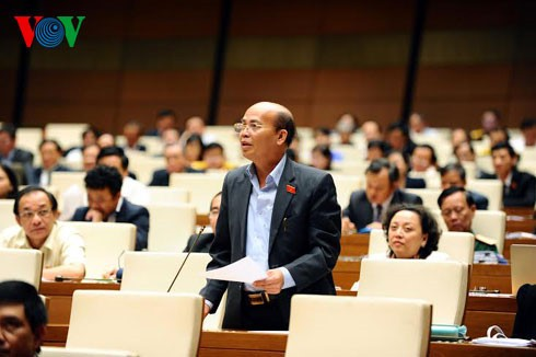 สภาแห่งชาติหารือร่างกฎหมายฉบับแก้ไขและเพิ่มเติมของกฎหมายสำนักงานตัวแทนของเวียดนามในต่างประเทศ - ảnh 1