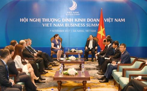 นายกรัฐมนตรีเวียดนามให้การต้อนรับผู้บริหารWBประจำภูมิภาคเอเชียตะวันออก-แปซิฟิกและWEF  - ảnh 2