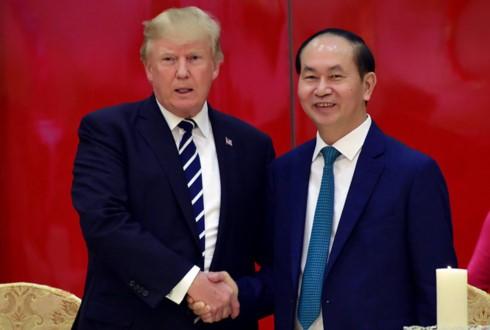 ประธานประเทศเวียดนามจัดงานเลี้ยงเพื่อเป็นเกียรติแด่ประธานาธิบดีโดนังด์ ทรัมป์ - ảnh 1