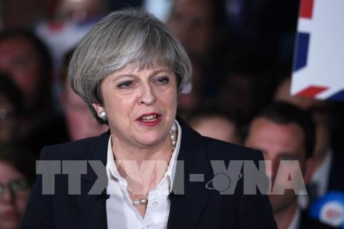 นายกรัฐมนตรีอังกฤษต้องรับมือการคัดค้านเนื่องจากปัญหาที่เกี่ยวข้องถึงปัญหาชายแดนไอร์แลนด์ - ảnh 1