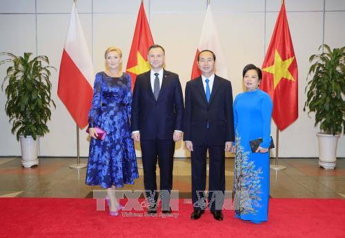 ประธานาธิบดีโปแลนด์เสร็จสิ้นการเยือนเวียดนามด้วยผลสำเร็จอย่างงดงาม - ảnh 1