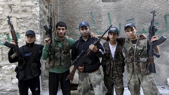 โลกแสดงความวิตกเรื่องสหรัฐสนับสนุนอาวุธให้แก่ฝ่ายค้านในซีเรีย - ảnh 1