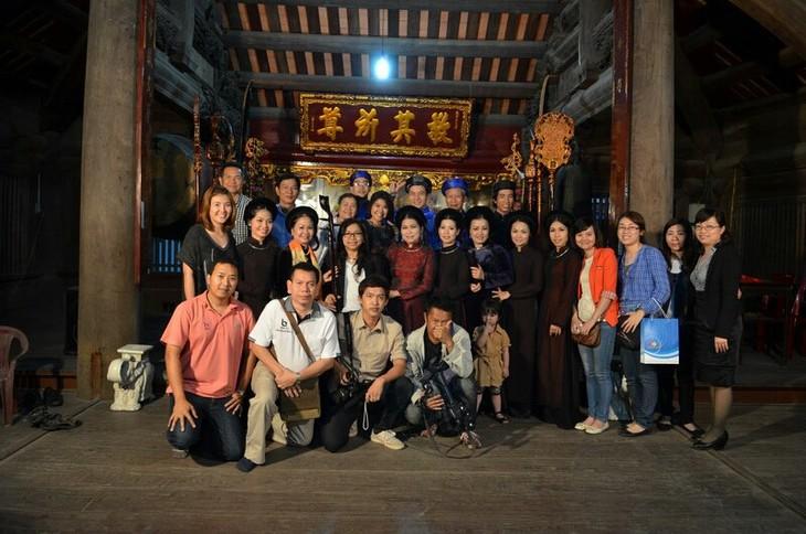 มิตรชาวไทยกับศิลปะการร้องเพลงพื้นเมืองกาจู่เวียดนาม - ảnh 2