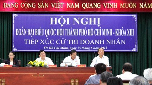 ประธานประเทศลงพื้นที่พบปะกับผู้มีสิทธิ์เลือกตั้งนครโฮจิมินห์ - ảnh 1
