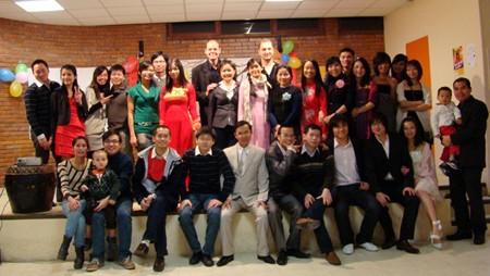นักศึกษาเวียดนามในต่างประเทศร่วมฉลองปีใหม่ประเพณี - ảnh 1