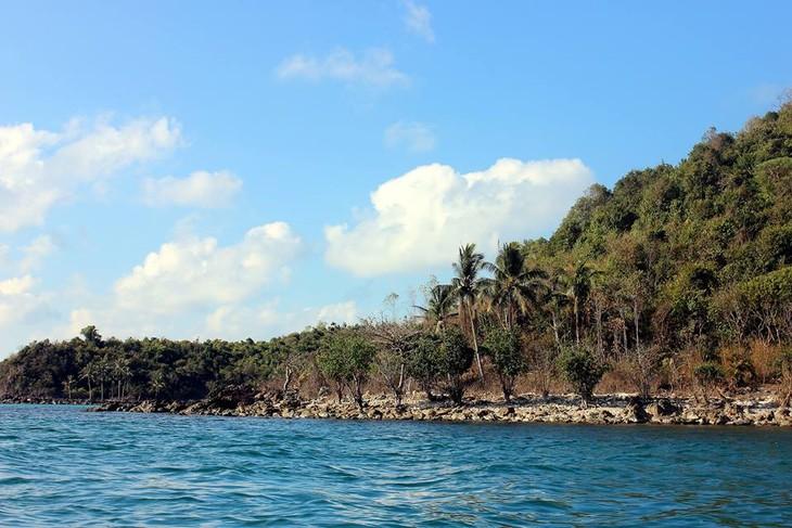 มาสัมผัสกับความสวยงามของหมู่เกาะนามยูในจังหวัดเกียนยาง - ảnh 1
