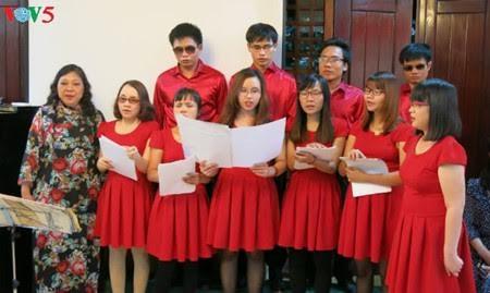 คณะนักร้องประสานเสียง ฮีหวอง-จุดประกายความฝันให้แก่คนตาบอด - ảnh 1