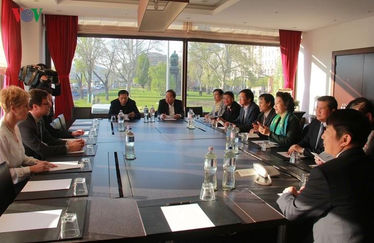 ประธานรัฐสภาเวียดนามเยือนฮังการี - ảnh 1